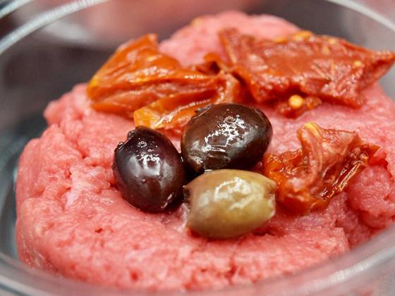Macellai vicenza, galleria delle nostre specialità, battuta di fassona e olive